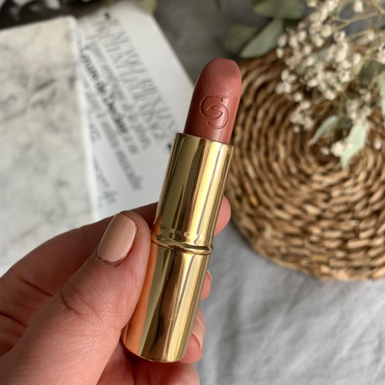 Pomadkę Giordani Gold Iconic Matte w odcieniu Nude Rose